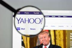 Milan Italien - Augusti 10, 2017: Yahoo websitehomepage Det är a Royaltyfria Foton