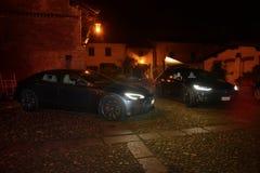 MILAN ITALIEN - DICEMBER 14 2017: bil för teslamodell som S in parkeras Arkivfoton