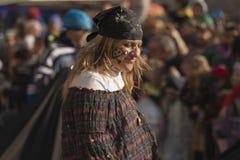 Piratkopiera kvinnan ståtar in, Milan Royaltyfri Foto
