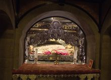 Milan Italien, helgon Ambrose Church Krypta med restna av St Ambrose Royaltyfri Bild