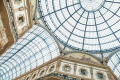 MILAN ITALIEN - JUNI 8, 2016: Glass kupol av Galleria Vittorio Ema Arkivbilder