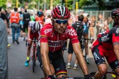 Milan Italien 31 Maj 2015; Den yrkesmässiga cyklisten tröttade i Milan, når han har avslutat Postgirot D'Italia Royaltyfri Bild
