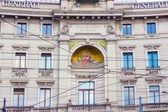 Milan Italien - Maj 03, 2017: Fasaden av huset av gammal arkitektur i Italien, Europa, Milan Royaltyfria Foton