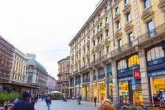 Milan Italien - Maj 03, 2017: Folket som går på gatan i Italien, Europa, Milan Arkivbild