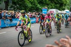 Milan Italien 31 Maj 2015; Gruppen av yrkesmässiga cyklister i Milan accelererar och förbereder finalen sprintar Arkivfoton
