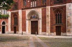 Milan Italien - Maj 25, 2016: Hänrycka portalen av kyrkan av San Marco i Milan, Italien Arkivfoton