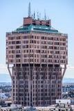 MILAN ITALIEN MARS 27 2015: Historisk skyskrapa för Velasca torn i Milan från Duomotakterrass Royaltyfri Bild