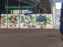 Milan Italien - mars 19, 2019: Street Art gjorde vid en okänd konstnär på väggen, Milan, Italien royaltyfri fotografi