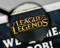 Milan Italien - November 1, 2017: Liga av legendlogoen på wen arkivbild