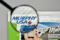 Milan Italien - November 1, 2017: Murphy USA logo på websiten Royaltyfri Foto