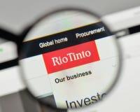 Milan Italien - November 1, 2017: Rio Tinto logo på websiteHet Royaltyfria Foton