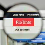Milan Italien - November 1, 2017: Rio Tinto logo på websiteHet Arkivbild