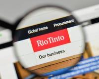 Milan Italien - November 1, 2017: Rio Tinto logo på websiteHet Arkivbilder