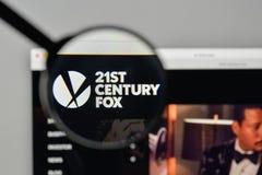 Milan Italien - November 1, 2017: 21st Century Fox logo på oss Royaltyfri Fotografi