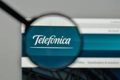Milan Italien - November 1, 2017: Telefonica logo på websiten royaltyfri foto