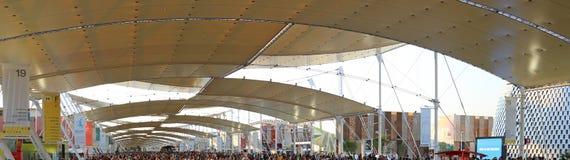 Milan Italien - 8th September, 2015 EXPO MILANO Huvudsaklig gata cal Arkivbild