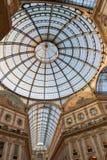 Milan Italien Utsmyckat glass tak i det Vittorio Emanuele gallerit royaltyfria bilder