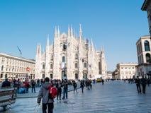 MILAN-ITALY-03 12 2014年, Piazza del Duomo在一个晴朗的冬日w 库存图片