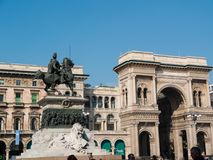 MILAN-ITALY-03 12 2014年, Piazza del Duomo,维托里奥Ema雕象  免版税库存图片