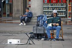 Milan, Italy - Artist - Musician on the squere Piazza del Duomo. Milan, Italy - October 03: On the squere ``Piazza del Duomo``, the central squere of Milan, are Stock Photo
