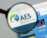Milan, Italy - August 10, 2017: AES website homepage. It is a Fo. Rtune 200 company that generates and distributes electrical power. AES logo visible Royalty Free Stock Photography