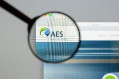 Milan, Italy - August 10, 2017: AES website homepage. It is a Fo. Rtune 200 company that generates and distributes electrical power. AES logo visible Royalty Free Stock Photos