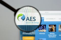 Milan, Italy - August 10, 2017: AES website homepage. It is a Fo. Rtune 200 company that generates and distributes electrical power. AES logo visible Royalty Free Stock Images