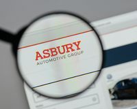 Milan, Italy - August 10, 2017: Asbury Automotive Group logo on. The website homepage Stock Photos