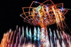 MILAN/ITALY - 20 DE SEPTIEMBRE: Árbol de la vida en la expo en Milan Italy imagen de archivo