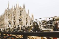 Milan Italy Duomo-Fahrräder Stockbild