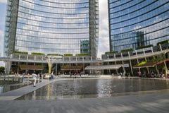MILAN ITALY-MAY 13, 2017: panoramautsikt av det nya futuristiskt Royaltyfria Bilder