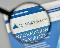 Milan, Italy - November 1, 2017: Iron Mountain logo on the websi. Te homepage stock photos