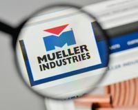Milan, Italy - November 1, 2017: Mueller Industries logo on the. Website homepage Stock Photos