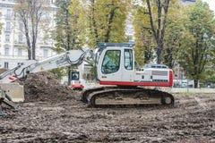 MILAN, ITALY-OCTOBRE 18, 2015 : Machines de construction sur le chantier de la nouvelle ligne de souterrain à Milan Photo stock