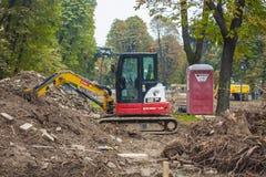 MILAN, ITALY-OCTOBRE 18, 2015 : Machines de construction sur le chantier de la nouvelle ligne de souterrain à Milan Photographie stock