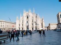 MILAN-ITALY-03 12 2014, Piazza Del Duomo an einem sonnigen Wintertag w Stockbild