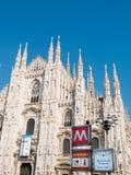 MILAN-ITALY-03 12 2014, Piazza del Duomo, gotisk domkyrka, subw Arkivfoton
