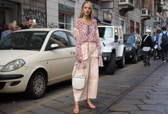 MILAN, Italy: 19 september 2018: Woman streetstyle outfit after BYBLOS fashion show stock image