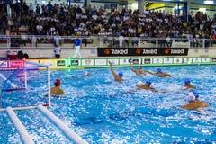 MILAN, LE 11 OCTOBRE : Filipovic (gestion de sport de Bpm) tirant la boule dans la gestion de sport de BPM de jeu - Acqua Chiara  Images libres de droits