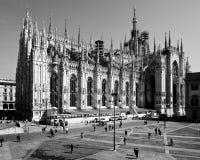 Milan-Lombardy-Italien - april 07 2014: Konstruktion för DuomoMilan renovering Fotografering för Bildbyråer