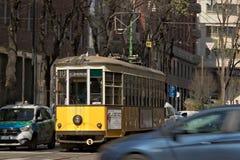 milan 21 mars 2019 Un tram antique au centre de Milan images libres de droits