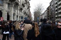 Milan milano, vinter 2015 2016 för höst för kvinnamodevecka Arkivbild