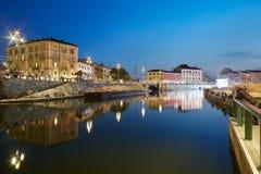 Milan nouveau Darsena, secteur de docks reconstruit pendant la nuit Photos stock
