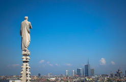 Milan - skulptur på Duomo arkivbild