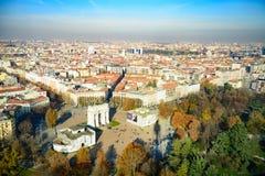 Milan Skyline/ACRO Della Pace/Marktplatz Sempione Lizenzfreie Stockbilder