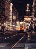 Milan spårvagn vid natt 4 royaltyfri fotografi