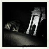 Milan vid natten - mobil Arkivfoton