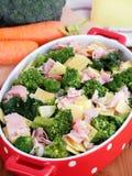 Milanais de brocoli préparé pour faire cuire dans le four Photos stock