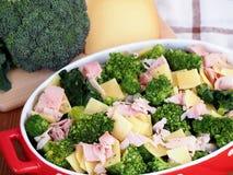 Milanais de brocoli préparé pour faire cuire dans le four Photos libres de droits