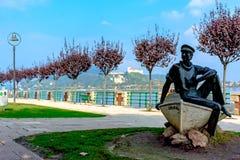 Milano, Arona - 21 ottobre 2015: Autunno alla passeggiata Lago Maggiore del lago L'Italia, Arona immagini stock